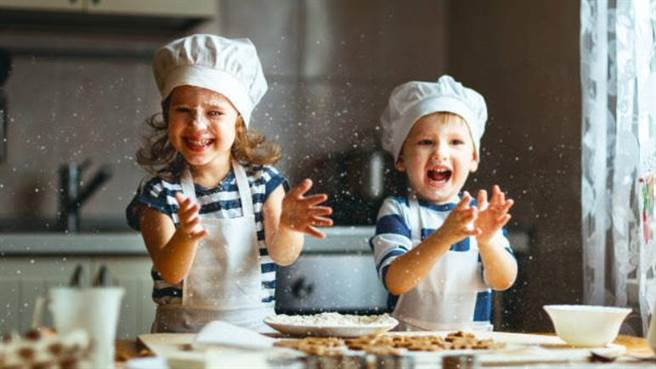 晶華酒店郵輪式度假體驗有許多親子共學手作體驗課程。(晶華提供)