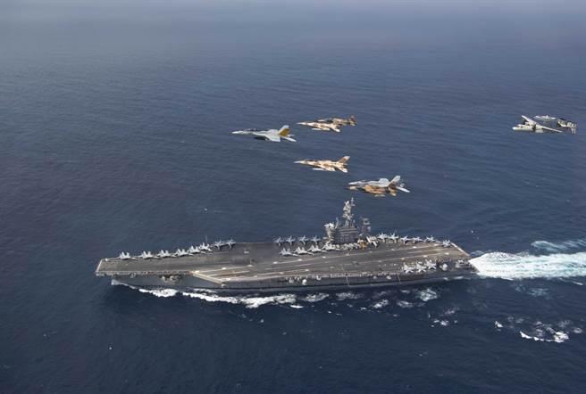 由於漏油問題,「維拉灣號」巡洋艦再度返回諾福克,無法重新加入「艾森豪號」航艦打擊群。圖為該打擊群與摩洛哥空軍聯演。(圖/DVIDS)