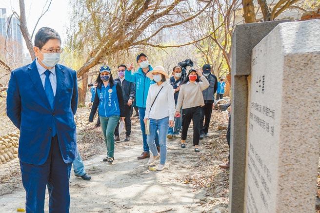 竹北東興圳整體景觀再造計畫第2期接續工程,3個景觀營造工區同步施工,縣長楊文科(左)期許工程如期如質完成。(羅浚濱攝)