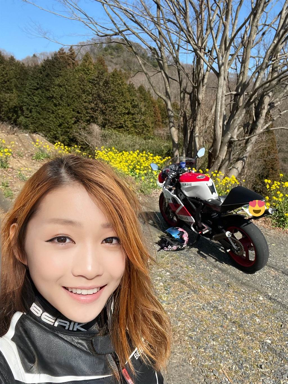 宗谷の蒼氷平時很喜歡在推特分享出遊的美照,她甜妹的笑容很快地累積不少粉絲。(圖/翻攝自宗谷の蒼氷推特)