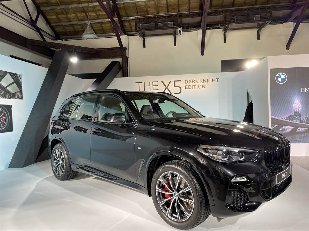 X5曜黑版增加20吋鋁圈與紅色煞車卡鉗,售價409萬元。