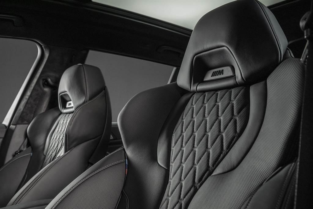 曜黑版配備Vernasca真皮內裝與M雙前座跑車座椅。(圖為X7曜黑版)