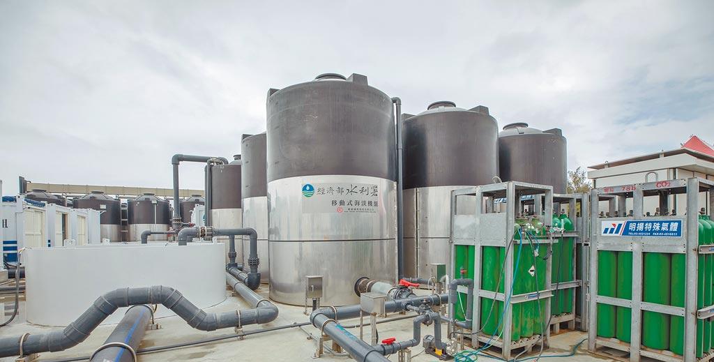圖為經濟部水利署「移動式海水淡化機組」展示基地。(總統府提供)