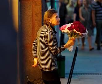 影》老母街頭賣花10年讓她念名校 牛津正妹身份起底網怒了:邪惡