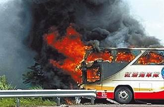社會10點檔》死神開的遊覽車 他縱火自焚拉25人陪葬