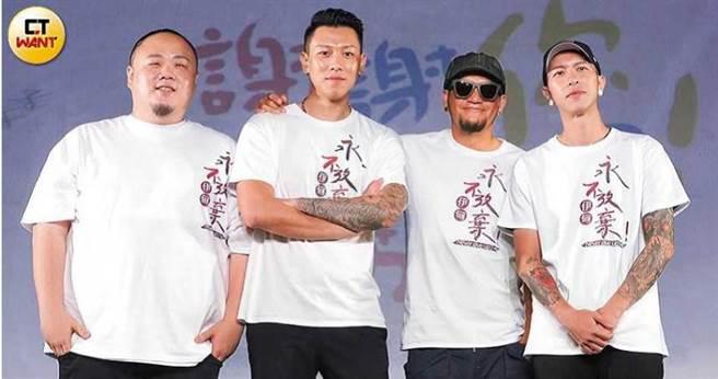 單飛不解散的頑童MJ116,近日和師兄張震嶽擔任公益大使,並為合唱公益單曲〈慢飛〉。(圖/彭子桓攝)