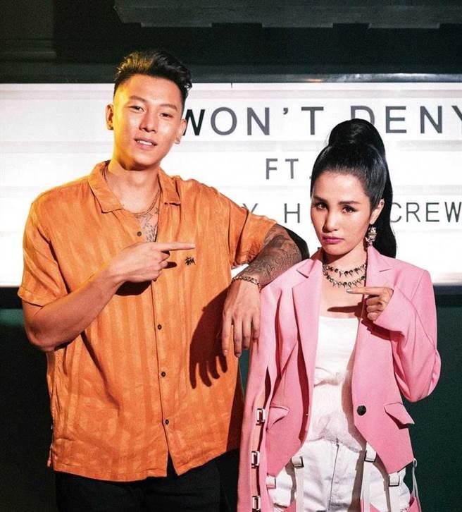 去年瘦子為小春前妻江靜的新歌〈Won'tDeny〉擔任製作人,兩人更一同創作詞曲。(圖/本色音樂提供)