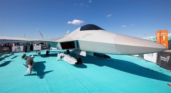 土耳其航空航天工業(TAI)2019年9月在伊斯坦堡展示了TF-X隱形戰機全尺寸模型和炸彈。(達志影像/Shutterstock)