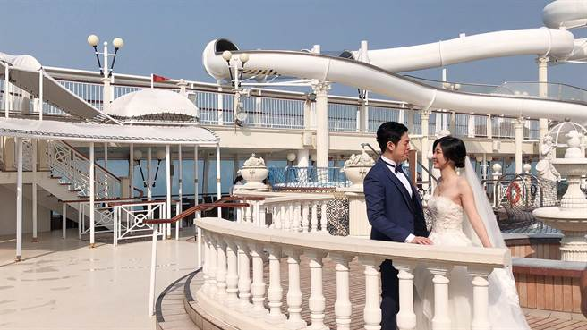 「探索夢號」3天2夜海上皇宮婚紗專案,包含入住皇宮套房、PRONOVIAS、Vera Wang等國際品牌婚紗(共三套)、全程造型梳畫、30張精修婚紗照。(雄獅提供)
