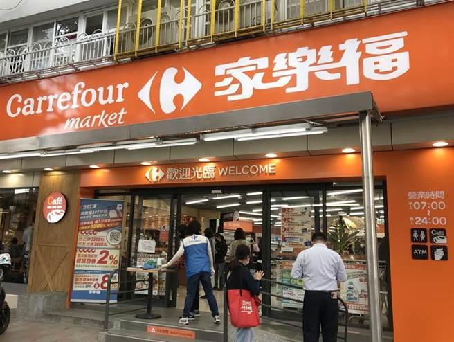 (家樂福改裝頂好超市店目前已開出26家,推升「家樂福超市」總數來到92家分店,預計中元節前全數改裝完畢!圖/劉馥瑜)