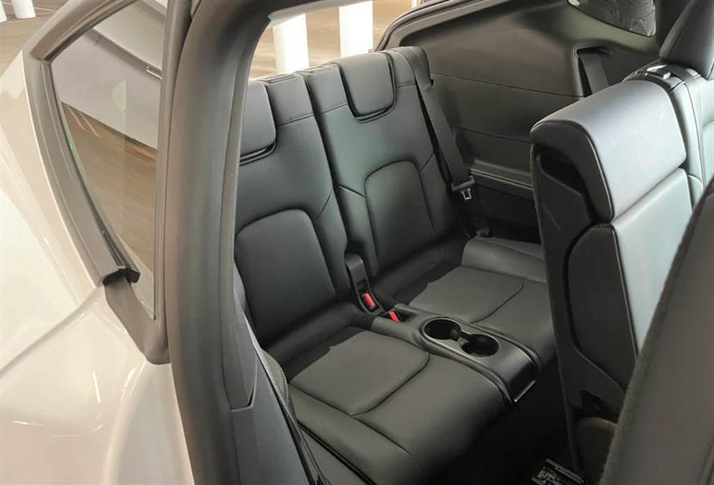 隱藏彩蛋?Model Y 七人座車型第三排座椅也有加熱機能