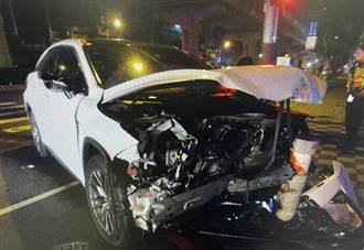 違反交通號誌兩車側撞 駕駛手腳擦挫傷就醫