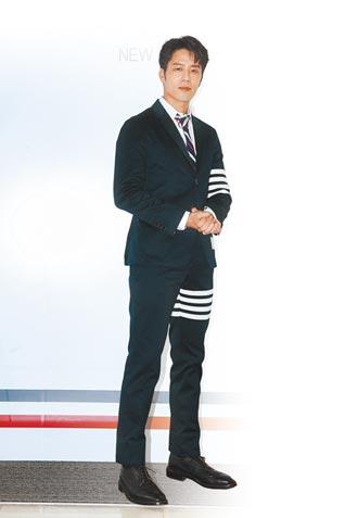 胡宇威求帥 腳痛也值得 穿上窄版西裝Man力爆表