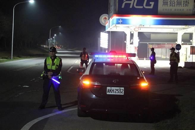 金門警方連日來取締飆車,民眾普遍叫好,肯定夜間安靜許多,希望攔檢勤務持續下去。(警方提供)