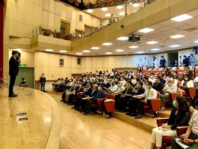林佳龍對來自全台30多所大學校院觀光相關科系的師生、中部地區的觀光局處首長等170多人進行專題演講,堪稱觀光學術界的一大盛事。(參山處提供)