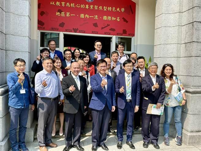 林佳龍昨天到台中教育大學與觀光學術界交流,分享觀光立國的理念。(參山處提供)