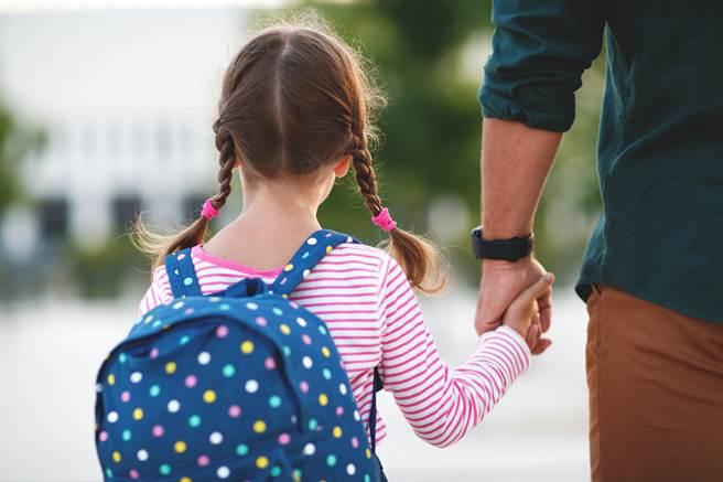 成人對青少年的期望,也會影響孩子的學校生活。(示意圖/shutterstock)