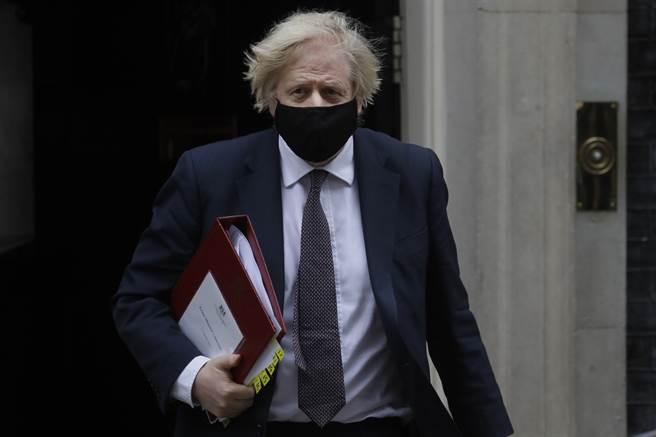 英国首相强生今天则表示,他不久后将注射阿斯特捷利康(AstraZeneca)与牛津大学共同研发的疫苗。(图/美联社)