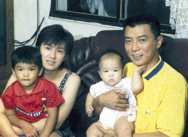 張佩華和空姐老婆傅文燕生了2個孩子,家庭生活美滿。(中時資料照)