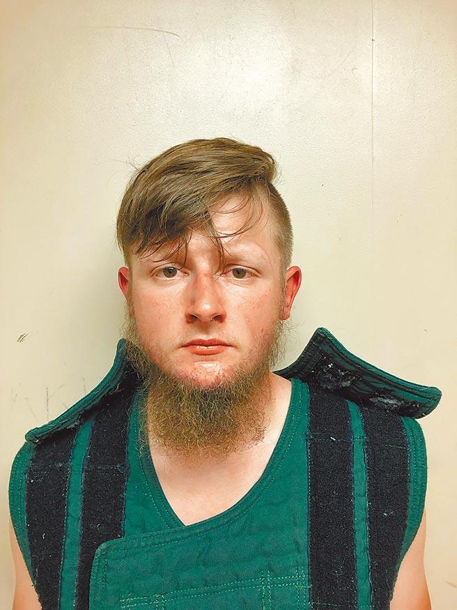21歲的朗恩,於美國喬治亞州3家按摩水療館犯下槍擊案遭到拘捕。(路透)
