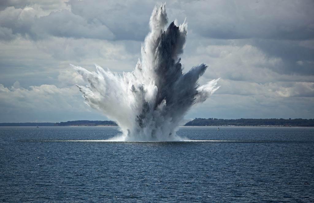 各國進行海上軍演時,難免會炸死大量的魚群。(示意圖/達志影像)