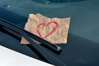 神秘女孩狂寫字條夾車告白 人妻求助一票苦主驚爆真相
