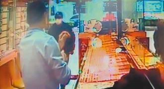 3匪綑银楼老板 抢3000万金饰