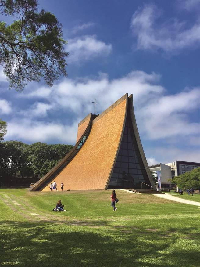 路思義教堂是東海大學的地標與精神堡壘,榮登20世紀全球十大優美建築殊榮。(大學博覽會提供)