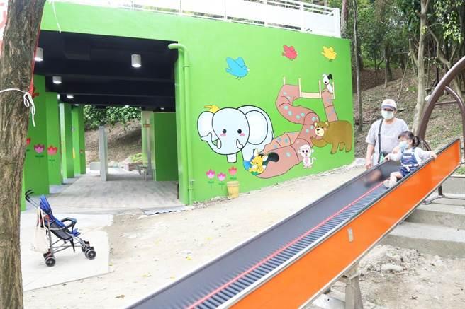 新北市中和區公所著手進行錦和運動公園共融遊戲場公廁改建工程,已於2月初完工開放。(中和區公所提供)