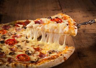俄羅斯版鮭魚之亂 達美樂掀刺青潮 爽吃100年免費披薩