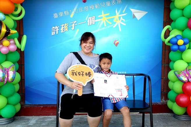為提前慶祝兒童節,台東縣府20日舉行模範兒童表揚大會。(台東縣政府提供/蔡旻妤台東傳真)