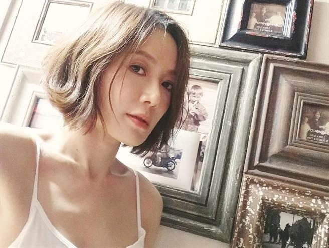 尹馨42歲未婚,持續在情海中尋覓真愛。(圖/FB@尹馨)