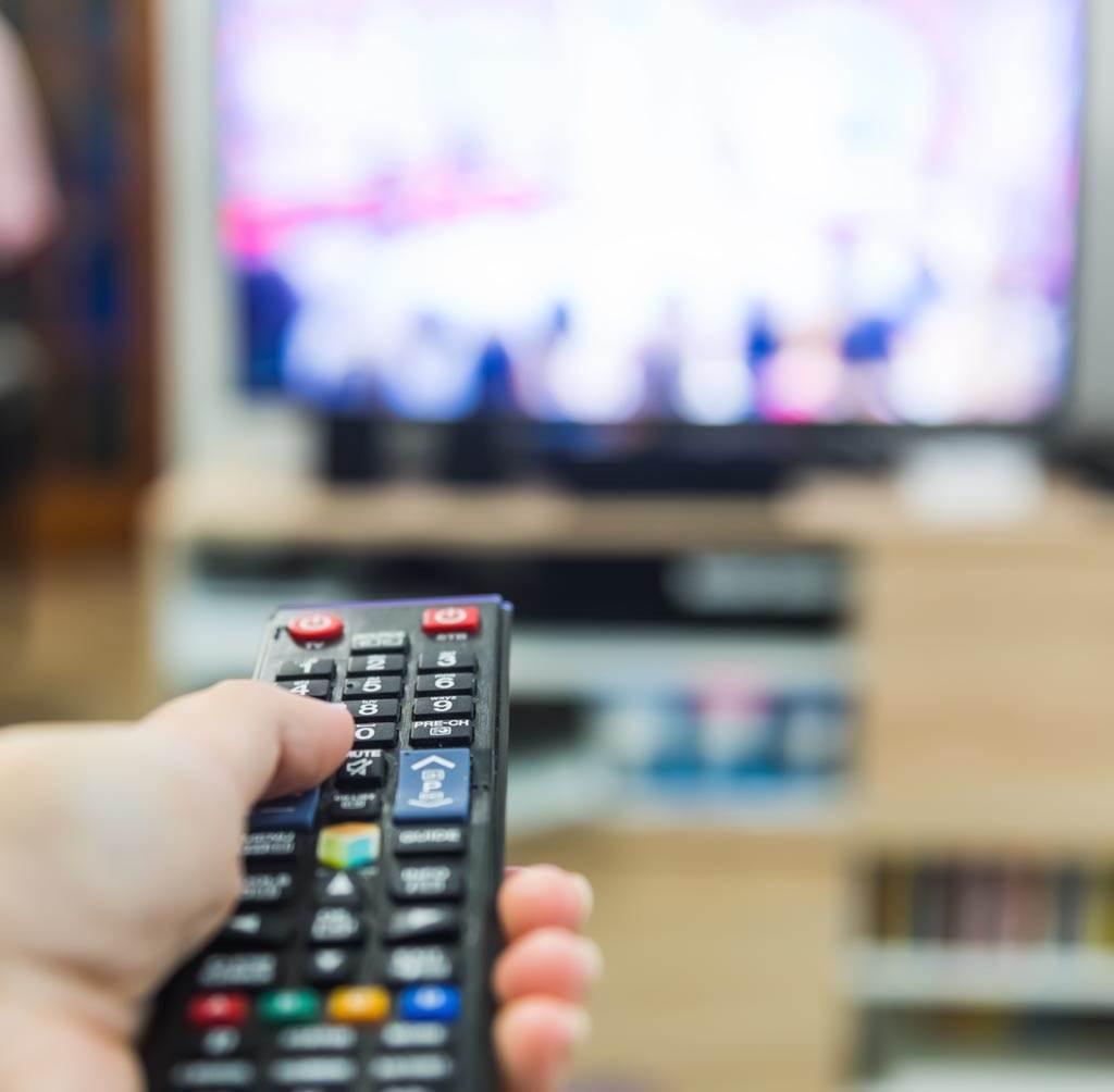 不少人認為,電視有購買的必要,是大尺寸螢幕的概念。(示意圖/達志影像)