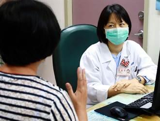 屏東縣首批疫苗1100劑 14家醫院人員先接種