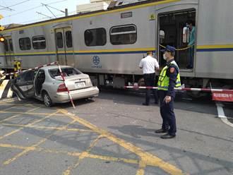 雲林小客車誤闖平交道與火車擦撞 驚險一瞬間逃過死神