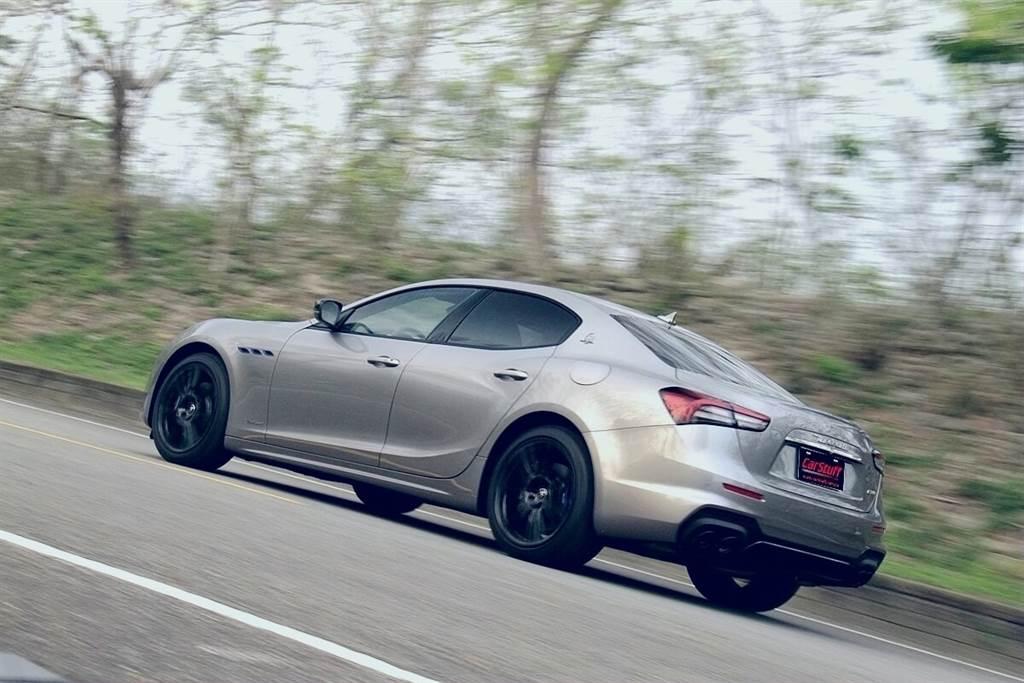 雖然聲浪比Maserati其他V6、V8動力車款小很多,但激進操駕進退檔時,仍有非常令人亢奮的燃爆音!