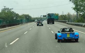 2輛跑跑卡丁車國道飆速引側目 真實車款曝光:要價200萬以上