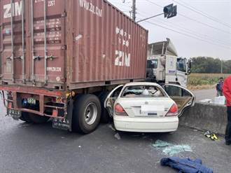 台南6人超載轎車撞貨櫃車 2人噴飛場面驚悚