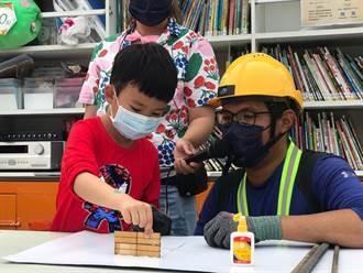 三發行動書車網紅帶路 教小朋友房子如何蓋