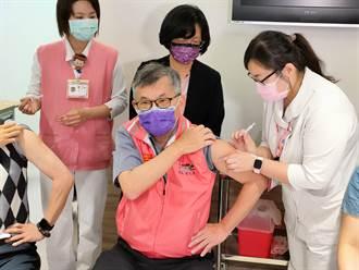 【AZ開打】彰化1300劑 部立醫院長帶頭打給信心