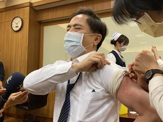 【AZ開打】花蓮醫護率先接種 急診醫師:我們不能倒