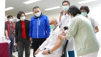 【AZ開打】新北4家醫院首日132人接種新冠疫苗 目前無不良反應