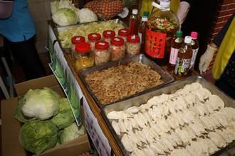 新北市惜食分享網贈高麗菜和鳳梨 碧湖社區做水餃、醃泡菜「4加1」