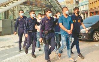 涉砍含羞草團員 主嫌涉感情糾紛遭毆 警逮12人