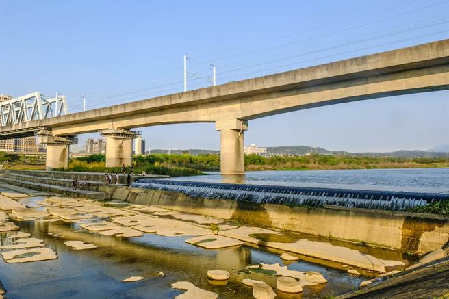 頭前溪隆恩堰這幾天取水量有8.48萬噸。(羅浚濱攝)