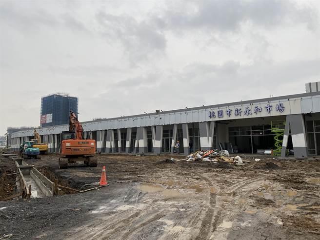 斥資4.9億興建的新永和市場,下周二攤商就要進駐試營運,但現場仍如工地,不分藍綠議員都憂心來不及。(蔡依珍攝)