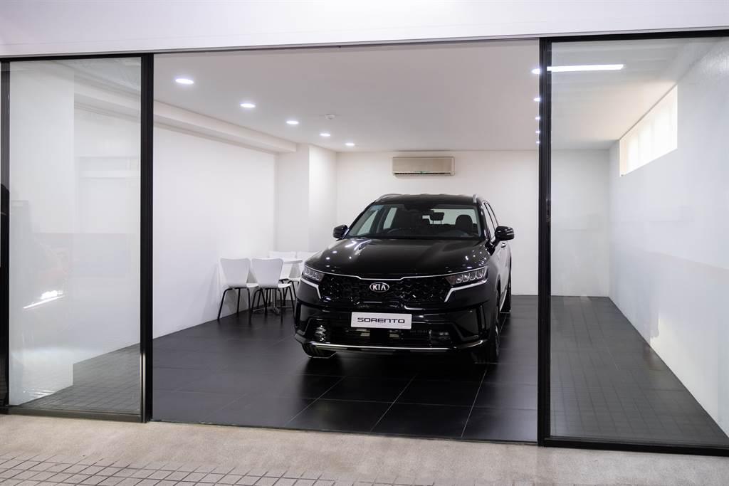 首度導入車主專屬交車室的空間設計,藉由專屬的獨立空間,讓整個交車過程更加舒適及隱密,營造獨一無二的尊榮體驗。