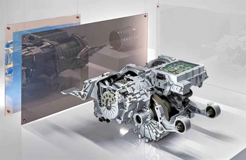 Taycan動力核心:電動馬達和二速變速箱(前)與後軸平行放置。電力電子系統位於頂部。
