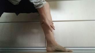 雙手食指+拇指圈住量小腿圍 醫:手指能相碰有健康風險