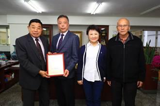 盧秀燕頒農會理監事當選證書 期許攜手農會服務農民